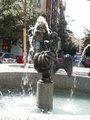 Chrlič uprostřed fontány