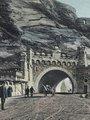 Vyšehradská skála sehrála důležitou úlohu v české historii. Přírodní nepřístupnost Vyšehradu byla důvodem ke vzniku knížecího hradu a pozdějších pevností – od gotiky až po baroko. Opevnění bylo od jihu chráněno nepřekonatelnou překážkou v podobě skály, spadající příkře až do Vltavy. Tato nepřístupnost přispívala sice k obraně, ale později se stala velice nepříjemnou překážkou při rozšiřování města na sklonku 19. století. Proto vznikl brzy západně od Vyšehradu přívoz, v Praze jediný, který nepřekonával Vltav
