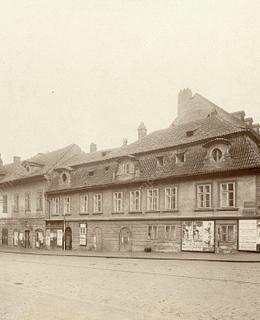 Domy na rohu Spálené a Karlova náměstí, 1900. MMP