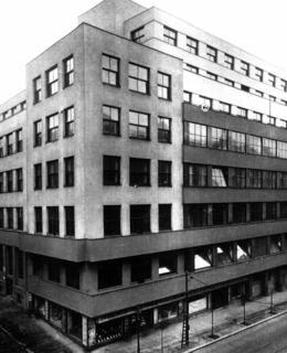 Budova po dostavbě, po roce 1932 (Archiv ČRo)