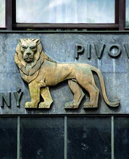 Franta Bžoch, bronzový reliéf lva