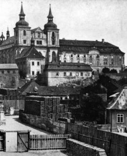 Pohled na chrám P. Marie a Emauzský klášter před regotizací (MMP)