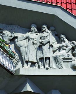 reliéf, kubistický trojdům