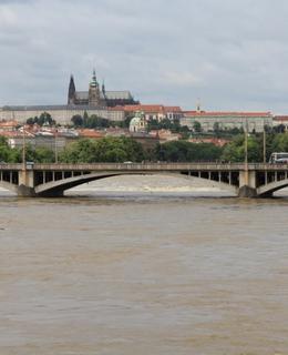 Jiráskův most při povodni 2013