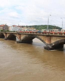 Palackého most při povodni 2013