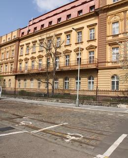 Zbytky kolejí v ulici B. Němcové