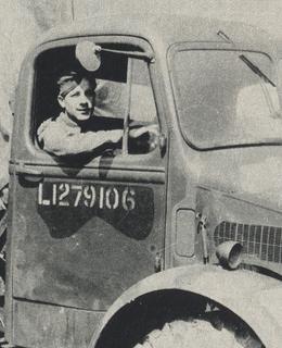J. Švarc při cviřných jízdých v Anglii