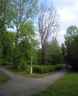 Park před kostelem