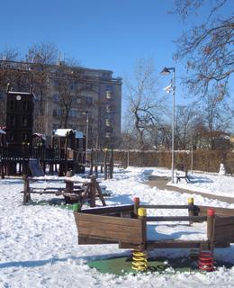 Hřiště v zimě