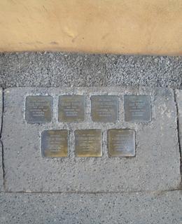 Sedm kamenů zmizelých v ulici Na Bojišti
