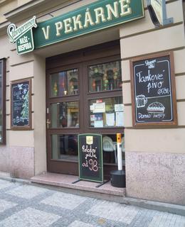Vchod do domu Bělehradská 61