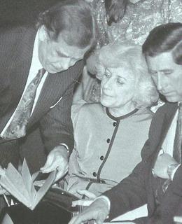 Olga Havlová s Václavem Havlem a princem Charlesem v roce 1991