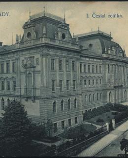pohlednice se školní budovou