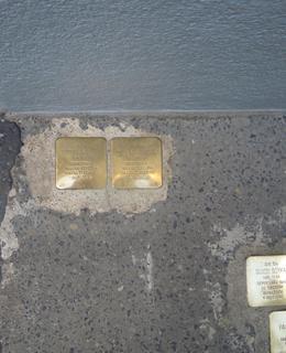 Dva kameny zmizelých manželů Kraftových (foto Dagmar Broncová)
