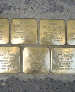 Kameny zmizelých Sojkovi (foto D. Broncová)