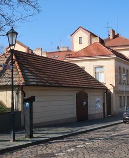Budova JÚ V Pevnosti 4 (Foto M. Polák, 2020)