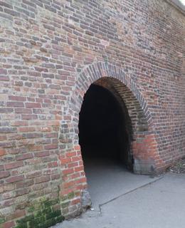 Nuselský portál z Lumírových sadů (Foto M. Polák, 202))