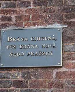 Deska s názvy brány (Foto M. Polák, 2020)