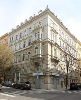 Dům na rohu Balbínovy a Mánesovy ulice (Foto M. Polák, březen 2020)