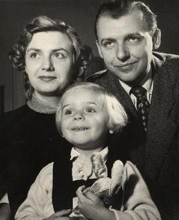 M.Frída, s manželkou Věrou a dcerou Evou (asi 1957). Zdroj: rodinný archiv