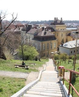 Zrekonstruované schody (Foto M. Polák, duben 2020)