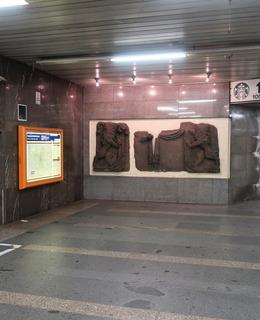 Umístění reliéfů ve vestibulu metra trasy C stanice I.P. Pavlova (Foto M. Polák,2020) I.P.Pavlova