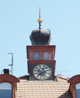Typická věžička s hodinami (foto Milan Polák)