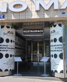 Vchod do restaurace MAT (Foto M. Polák, 2020)