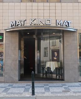 Vchod do kina MAT (Foto M. Polák, 2020)
