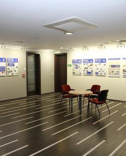 Interiér radnice nabízí i prostor pro pořádání výstav (Foto M. Polák, 2018)