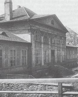 Pohled z tehdejší Kočičí ulice, vedoucí k Podskalí.