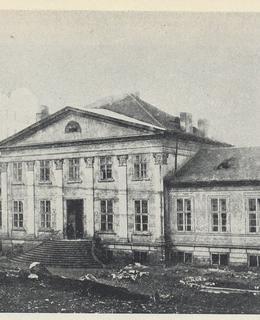 Klasicistní budova Svatováclavských lázní.