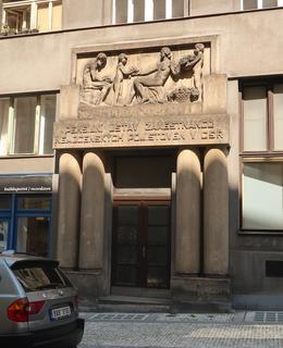 Pensijní ústav zaměstnanců nemocenských pojišťoven (Dittrichova 337/9) (Foto M. Polák, 2020)