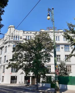 Budova tiskárny, nyní hotel Park Inn (foto D. Broncová, září 2020)