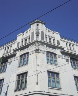 Secesní nároží budovy je obnoveno (foto D. Broncová, září 2020)