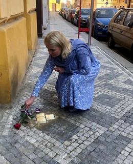 Slavnostní instatalace se aktivně zúčastnila starostka MČ Praha 2 Jana Černochová (zdroj: Facebook Jany Černochové)