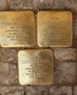 Kameny zmizelých před Domovem seniorů (Foto M. Polák, 2020)