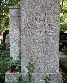 Skromný náhrobek architekta a hoteliéra Krofty (Foto M. Polák)
