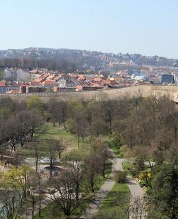 Usedlost Folimanka stávala v parku přibližně v místech, kde je dnes sousoší Medvědí rodina u dětského hřiště - v levé dolní a střední části fotografie (foto M. Polák, 2020)