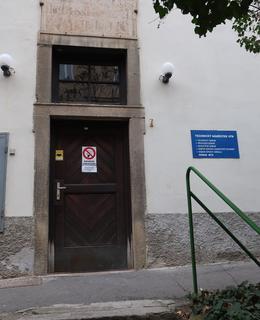 Vstup do bývalého Tollhausu, dnes Technický odbor VFN (foto M. Polák)
