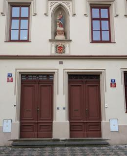 Vchody do Kanovnické rezidence (Foto M. polák, 2020)
