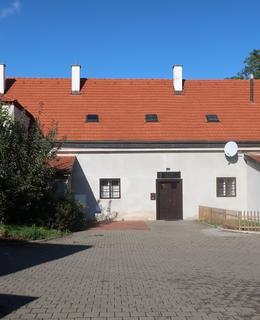 Bývalé stáje (Foto M. Polák, 2020)