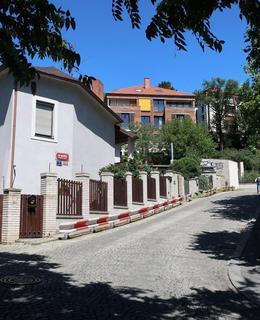 Ulice Na Kleovce s Kleovkou (Foto M. Polák, 2018)