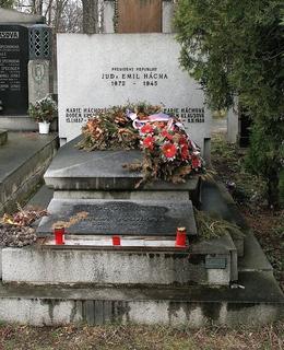 Hrob prezidenta na Vinohradském hřbtově (Foto M. Polák, 2009)