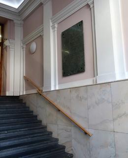 Umístění desky na schodišti (Foto M. Polák, 2020)
