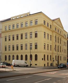 Škola v Resslově 8 (Foto M. Polák, 2020)