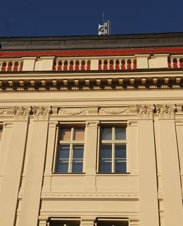 Balustry zčásti zakrývající střechu (Foto M. Polák, 2020)