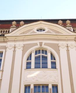 Novobarokní fasáda Přírodovědeckých ústavů UK (Foto M. Polák, 2020)