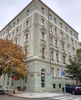 Rohový dům na místě bývalé vily Karlovky (foto D. Broncová)