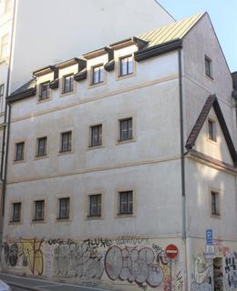 Obytný dům, který vznikl na přelomu 18. a 19. století ze zrušené kaple. Foto: P. Líbal